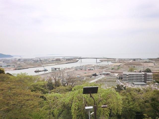 ▲石巻市日和山からの眺望。ゆっくりとですが復興が進んでいるのが分かります。