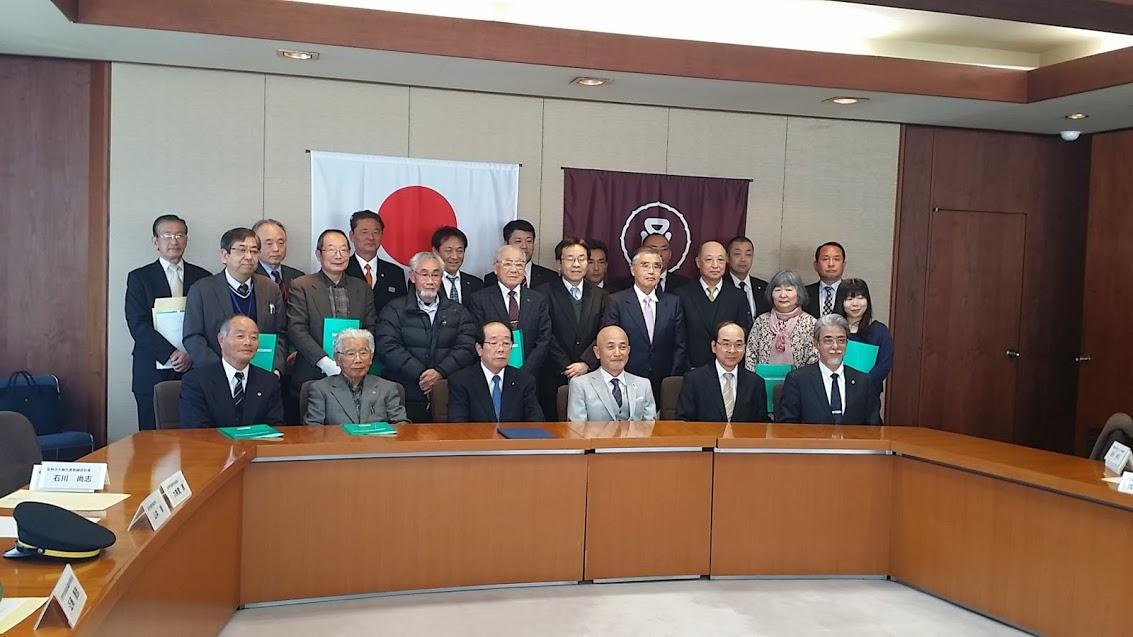 「足利市高齢者見守り事業に関する協定」には25団体が調印